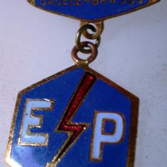 I.246 INSIGNA ROMANIA BRASOV ELECTROPRECIZIA SACELE h33mm email, Romania de la 1950