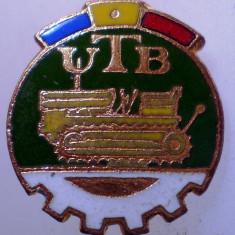 I.168 INSIGNA ROMANIA AUTO UTB UZINA TRACTORUL BRASOV TRACTOR V1 h19mm email