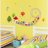 Sticker decorativ bebelusi - Trenulet in spirala