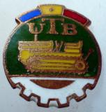 I.192 INSIGNA ROMANIA AUTO UTB UZINA TRACTORUL BRASOV TRACTOR V1 h19mm email, Romania de la 1950