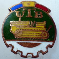 I.192 INSIGNA ROMANIA AUTO UTB UZINA TRACTORUL BRASOV TRACTOR V1 h19mm email