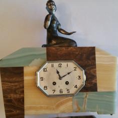 CEAS DE BIROU SAU ȘEMINEU - MARMURA CU STATUETA - ART - DECO - 1930 - Ceas de semineu