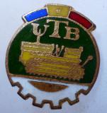 I.181 INSIGNA ROMANIA AUTO UTB UZINA TRACTORUL BRASOV TRACTOR V1 h19mm email, Romania de la 1950