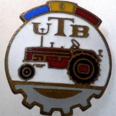 I.227 INSIGNA ROMANIA AUTO UTB UZINA TRACTORUL BRASOV TRACTOR V4 h19mm email, Romania de la 1950