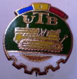 I.197 INSIGNA ROMANIA AUTO UTB UZINA TRACTORUL BRASOV TRACTOR V1 h19mm email, Romania de la 1950