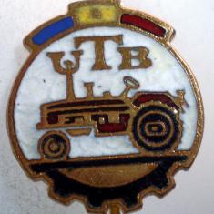 I.199 INSIGNA STICKPIN ROMANIA AUTO UTB UZINA TRACTORUL BRASOV TRACTOR V2 h19mm