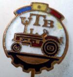 I.217 INSIGNA STICKPIN ROMANIA AUTO UTB UZINA TRACTORUL BRASOV TRACTOR V2 h19mm, Romania de la 1950