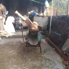 Masina de curatat porumb