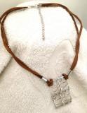 OFERTA-Colier- lantisor si pandantiv placat cu aur 18k si snur DUBLU din Piele