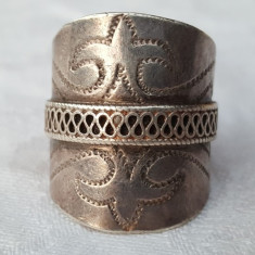 Inel argint TRIBAL cu centura FLOARE de LIS gravata manual SUPERB vintage VECHI