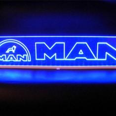 Emblema Man pentru cabina interior prindere parbriz led 5 w 12/24v Albastra (Dimensiune Mare) - Tuning camioane