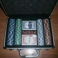 Set poker cu 200 de jetoane si carti