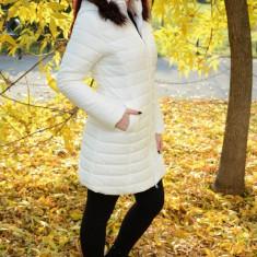 Jacheta trendy, lunga, de culoare alba, cu aspect matlasat (Culoare: ALB, Marime: S-36) - Jacheta dama