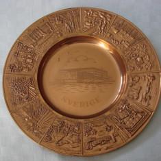 Impresionanta farfurie decorativa din cupru decorata in basorelief - Arta din Metal