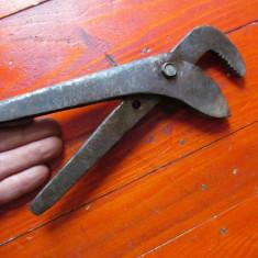 Scule / unelte vechi - cleste mox / cheie reglabila !!! - Metal/Fonta