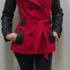 Palton casual scurt din stofa cu inserti piele pe negru cu rosu (Culoare: ROSU, Marime: XXL-44) - Palton dama