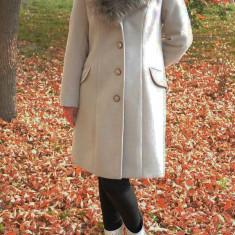 Palton elegant, de nuanta crem, cu guler dublu cu blana detasabila (Culoare: CREM, Marime: 46) - Jacheta dama