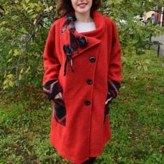 Jacheta deosebita tip palton, culoare rosie cu model negru-gri (Culoare: ROSU, Marime: 54) - Jacheta dama