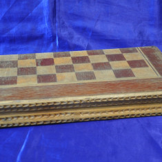Tabla veche de sah si table din lemn. Cutie mare de sah si table. - Table sah