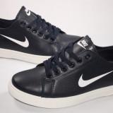 Tenisi Nike calitate garantata , lichidare de stoc , model 2015 - 2016 .
