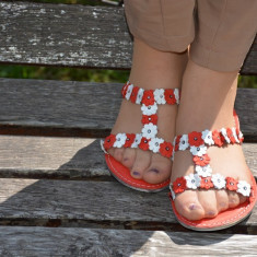 Papuc femei, accesorizat cu floricele si cristale (Culoare: ROSU, Marime: 39) - Papuci dama