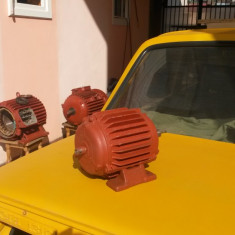 Vând generator 380 v trifazat, de un kw, cu magneti neodim, la 900 ture/min.