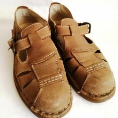 Pantofi Sandale barbati Adidas din piele Caribou mar.42, Culoare: Maro