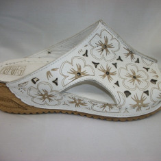 Papuc femei, confortabil cu imprimeu floral si platforma (Culoare: ALB, Marime: 39) - Papuci dama