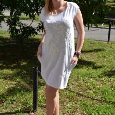 Rochie de culoare alba, cu imprimeu iesit usor in relief in fata (Culoare: ALB, Marime: 40) - Rochie de zi, Scurta, Bumbac