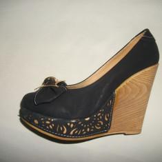 Pantof cu platforma, de culoare neagra, decorata cu insertie (Culoare: NEGRU, Marime: 38) - Pantof dama