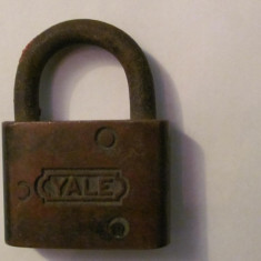 PVM - Lacat vechi YALE bronz inchis fara cheie (1) - Metal/Fonta