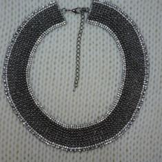 Colier fashion cu design elegant, din margele si cristale colorate (Culoare: ARGINTIU)