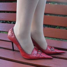 Pantof cu toc inalt, cu decor de capse pe fond de culoare rosie (Culoare: ROSU, Marime: 39) - Pantof dama