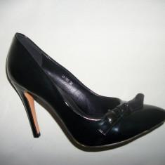 Pantof cu toc inalt, din lac, in nuanta de negru (Culoare: NEGRU-LAC, Marime: 38) - Pantof dama