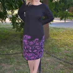 Rochie de zi cu maneca lunga, nuanta de negru cu imprimeu mov (Culoare: NEGRU-MOV, Marime: 46), Poliester