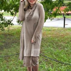 Rochie fashion cu maneca lunga si lungime medie, nuanta bej (Culoare: BEJ, Marime: 44) - Rochie tricotate