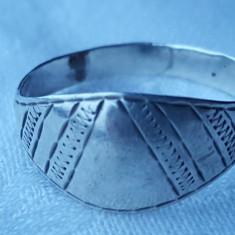 Inel argint TUAREG vechi executat si gravat manual Finut vintage