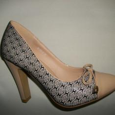 Pantof cu toc inalt, nuanta bej imbracati cu dantela neagra (Culoare: BEJ, Marime: 36) - Pantof dama