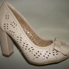 Pantof cu toc inalt, modern, cu fundita si perforatii, culoare bej (Culoare: BEJ, Marime: 35) - Pantof dama