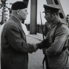 Gheorghe Gheorghiu Dej, 2 fotografii cu militari - Autograf