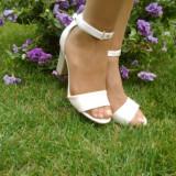 Sanda eleganta, de culoare ivory, din piele naturala, lacuita (Culoare: IVORY, Marime: 35) - Sandale dama