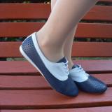 Adidasi din piele naturala, cu perforatii, de culoare bleumarin-alb (Culoare: BLEUMARIN, Marime: 39)