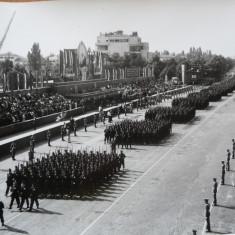 Gheorghiu Dej si defilare militara in Capitala, 2 foto - Autograf