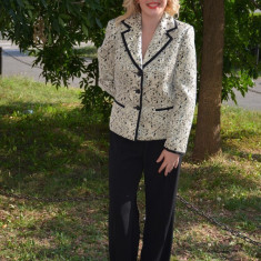 Costum festiv, cu pantaloni clasici si sacou cu imprimeu (Culoare: NEGRU-AURIU, Marime: 42) - Costum dama