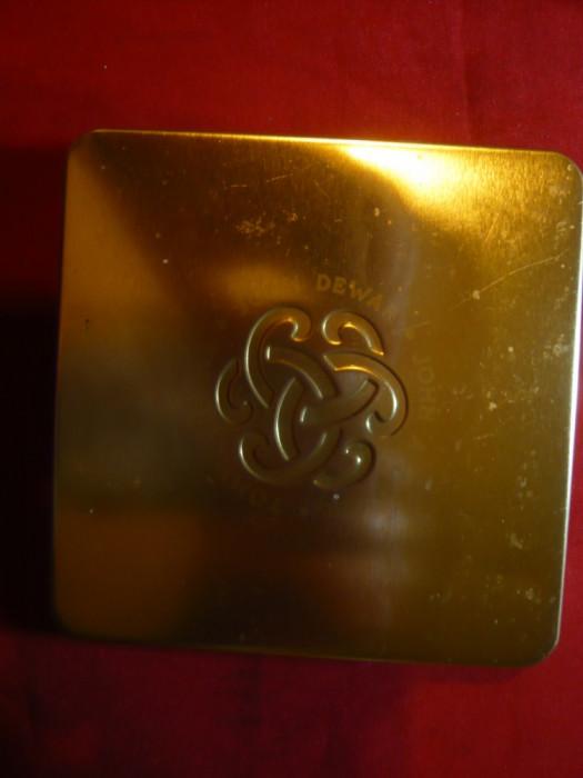 Cutie metalica pt.tutun T Dewar ,J.Dewar ,JA Dewar , capac aurit , 10x10cm