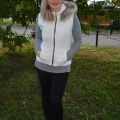 Vesta tinereasca de toamna, culoare alba, cu gluga detasabila (Culoare: ALB, Marime: S-36) - Jacheta dama
