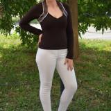 Bluza de ocazie, de culoare maro, model simplist, cu strasuri (Culoare: MARO, Marime: 38)
