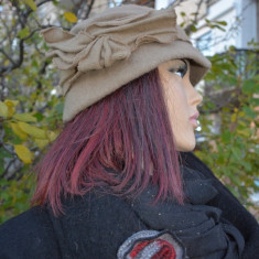 Caciula chic de toamna-iarna, culoare nisipie cu funda aplicata (Culoare: NISIPIU, Marime: UNIVERSAL) - Caciula Dama
