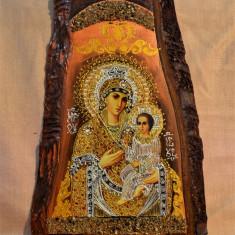 Icoana pe lemn - Sfanta Maria si Pruncul Iisus, pe felie de lemn 37x24.5 cm #498