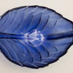 Fructiera mica de sticla forma de frunza 1 - Fructiera sticla